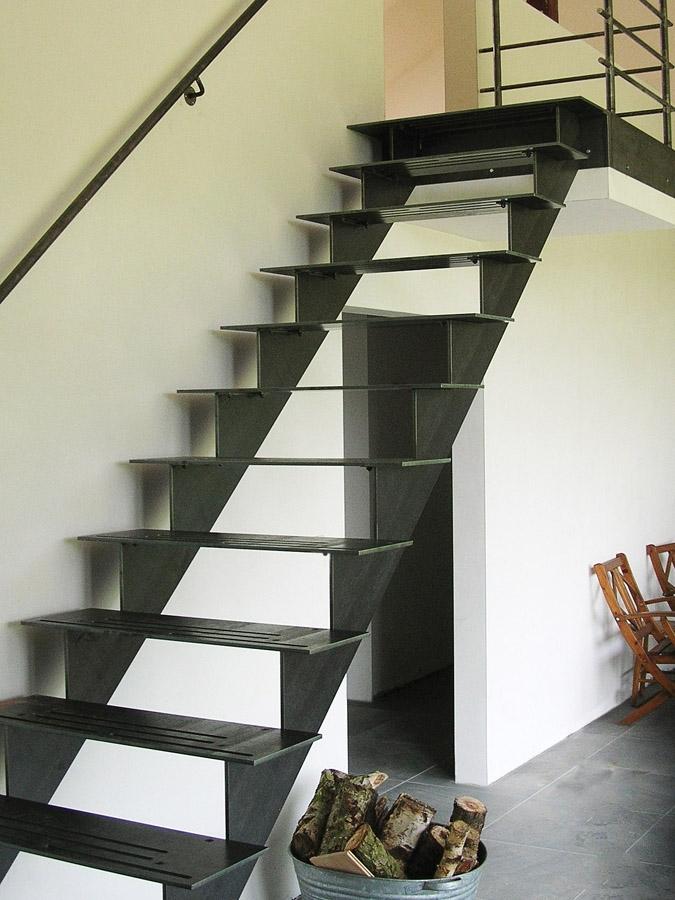 GRADE UP : escalier intérieur en acier avec marches en bois ou acier