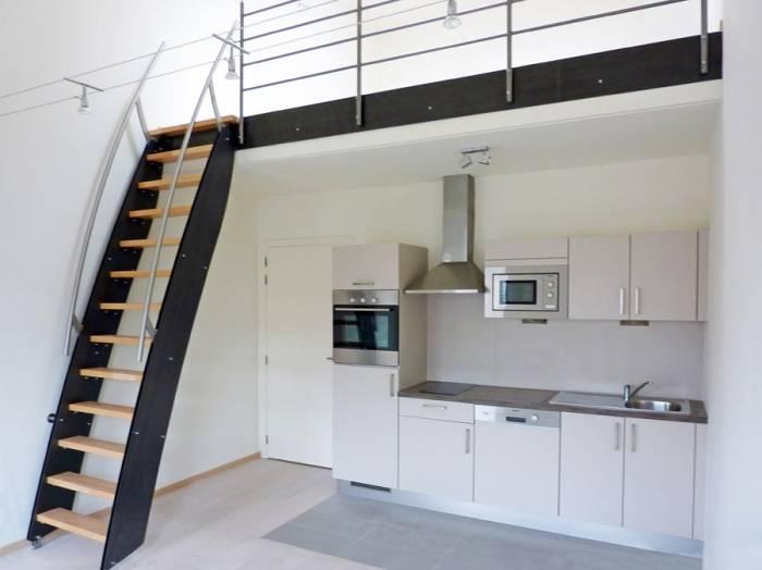 klara chelle petit escalier design pour espace r duit. Black Bedroom Furniture Sets. Home Design Ideas