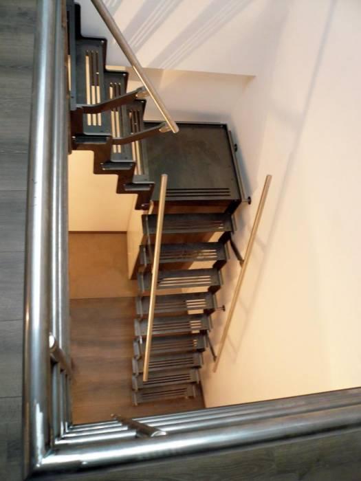 p chelle escalier compact pour chambre ou grenier. Black Bedroom Furniture Sets. Home Design Ideas