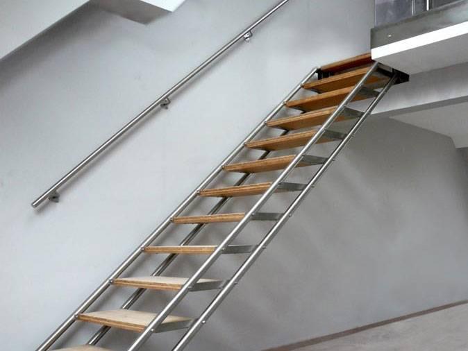 MOIRA XL : escalier droit design en inox