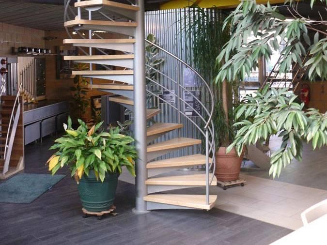 carakoll 3 escalier en colima on avec marches bois. Black Bedroom Furniture Sets. Home Design Ideas